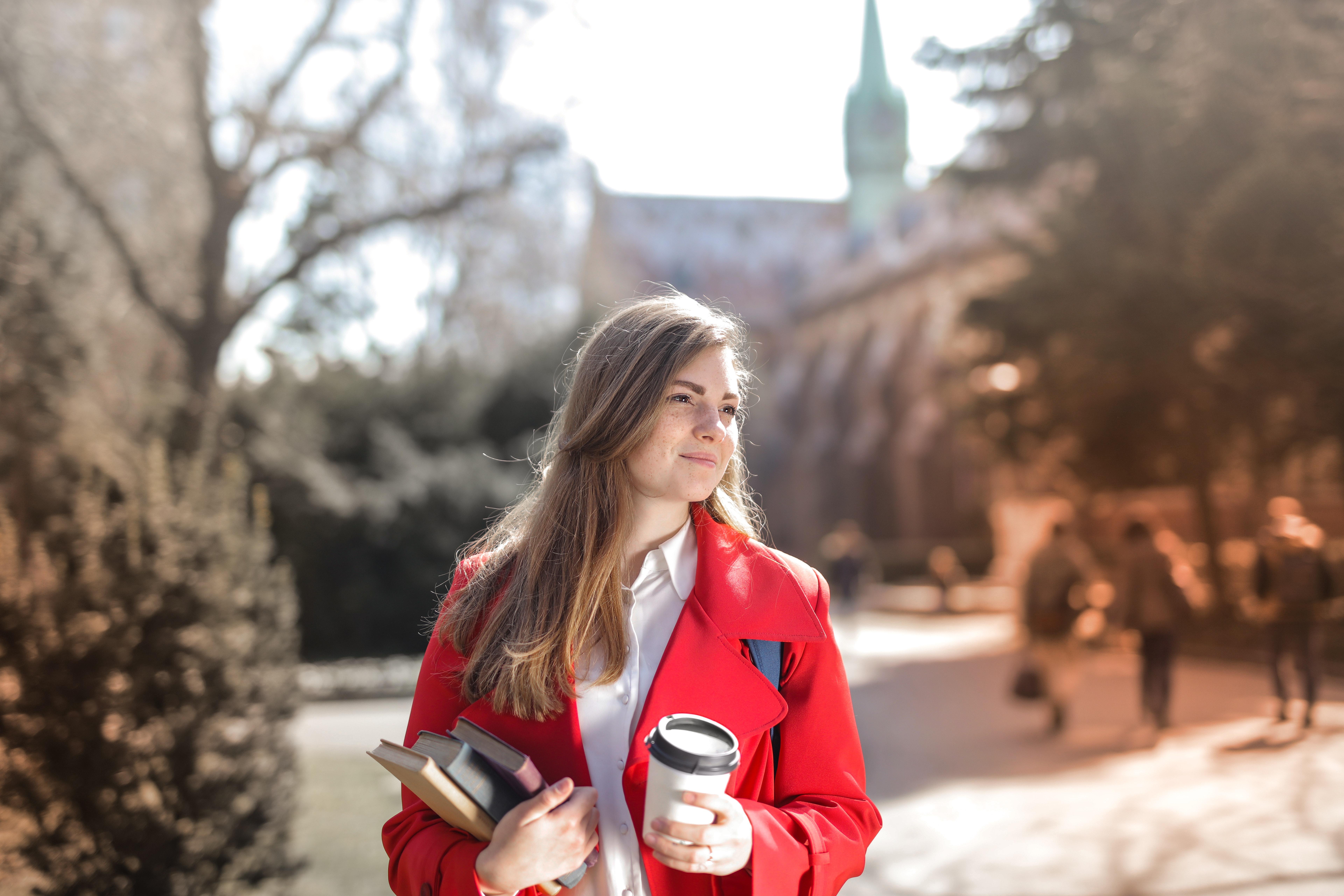 Jak wybrać idealny płaszcz damski wiosenny? WrocLoveDesign.pl