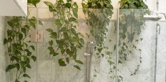 Wanna czy prysznic do małej łazienki